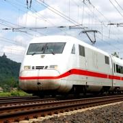 ICE Bahn auf Schiene