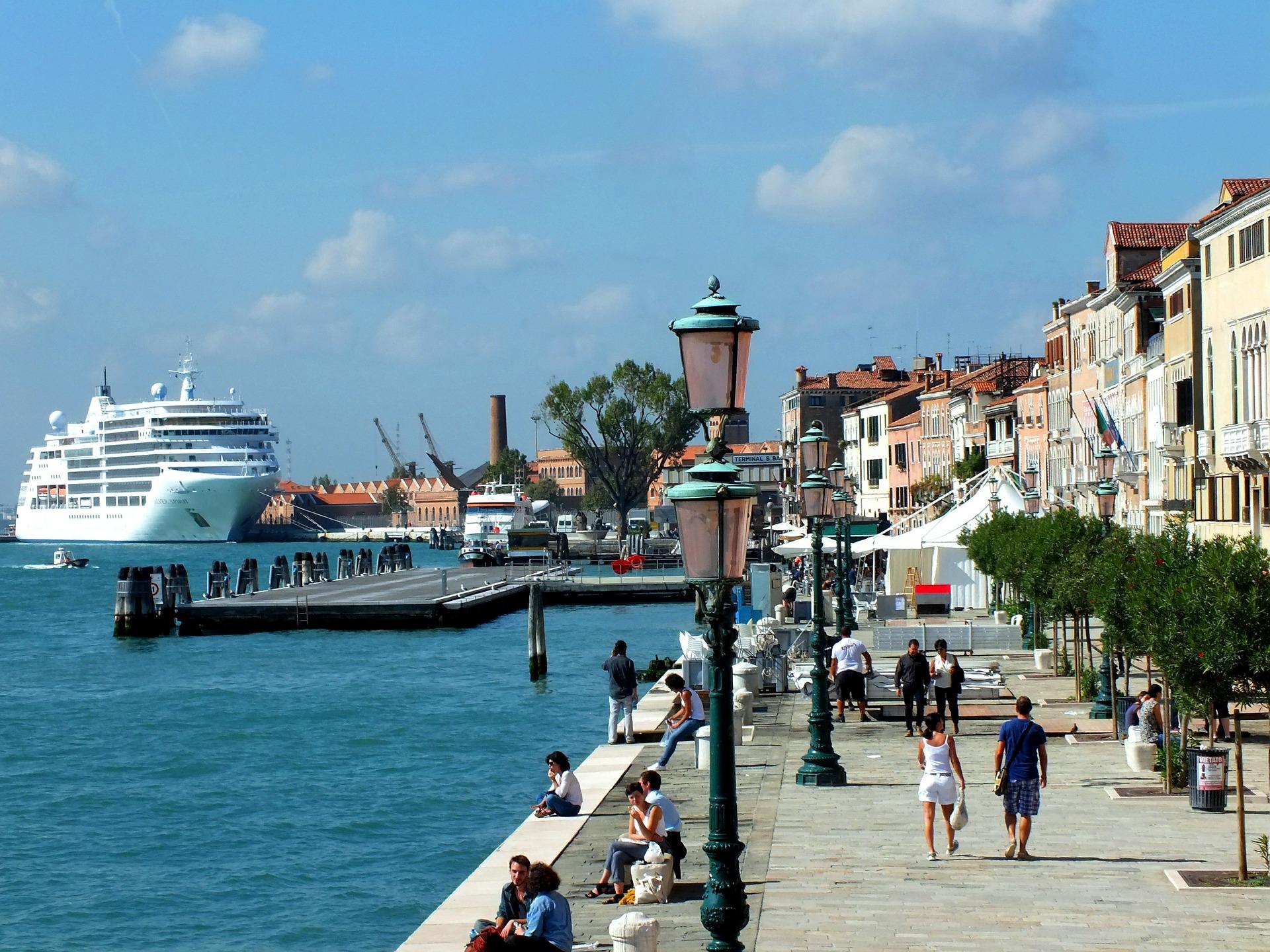 Kreuzfahrtbranche zu Venedig-Frage