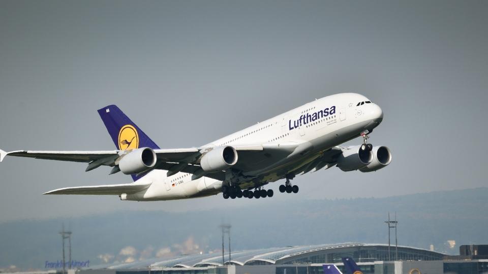 Lufthansa mit mehr Passagieren im Juli