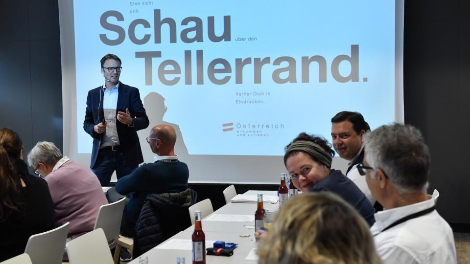Florian Größwang, Leiter Partnermanagement ÖW, erklärt die Reorganisation der Österreich Werbung
