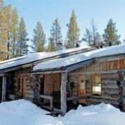 Ferien im verschneiten Blockhaus